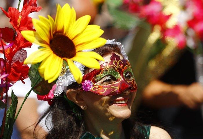 Яркий карнавальный парад, который с нетерпением ожидают зрители и участники,  устраивается в последний день фестиваля.