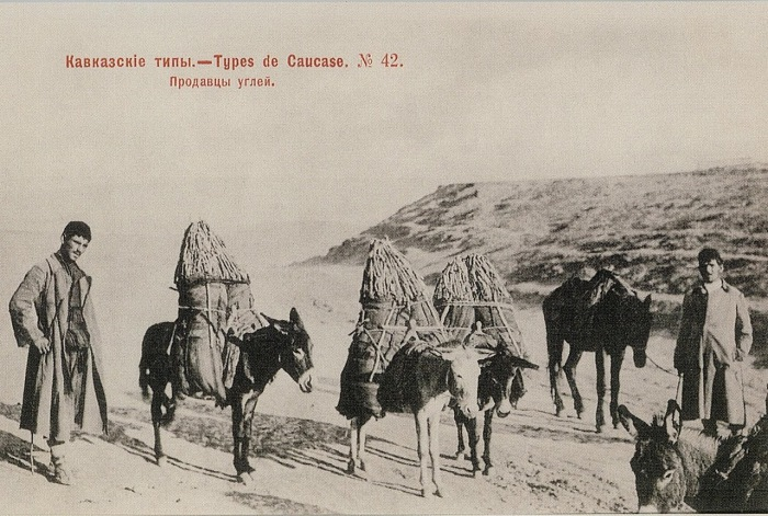 Уголь добывали в отдаленных районах и доставляли на ишаках.