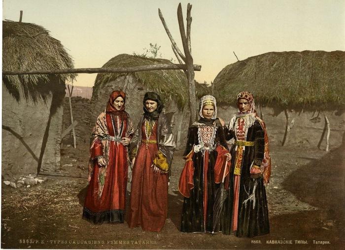 Разнообразие национальных костюмов.
