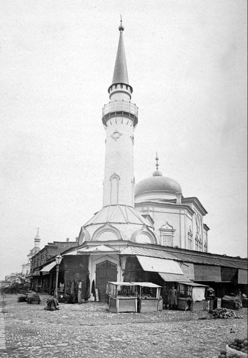Мечеть сенного базара, общественно-торгового центра татарской части Казани.