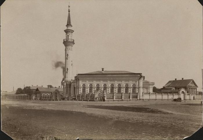 Одна из самых красивейших и величественных мечетей в Казани.