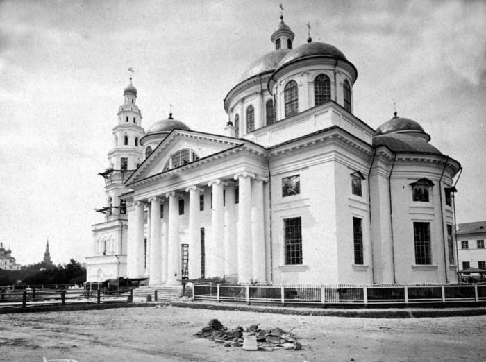 К 19 веку монастырь по размеру и архитектурной ценности не имел равных в Поволжье.