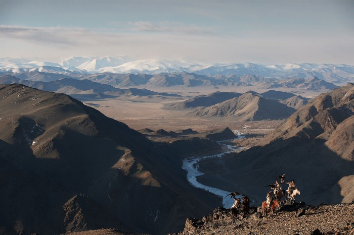 В горах и степях казахи охотятся на кроликов, сурков, лисиц и даже волков ради их меха, который является неотъемлемой частью традиционной казахской одежды.