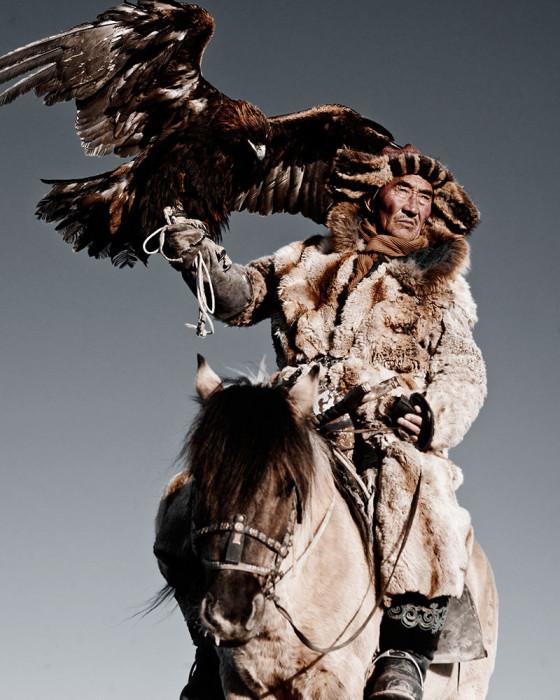 Из многих традиций и навыков казахи особенно ценят древнее искусство орлиной охоты.