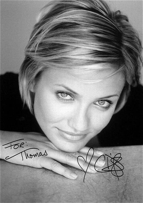 В автографе известной американской актрисы и модели присутствует множество петелек и сердечко – для красоты.