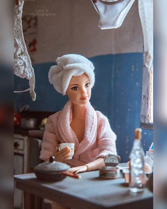 Для этого Лара Вычужанина изучала снимки коммунальных интерьеров советских времен, а также бытовой техники и мебели.