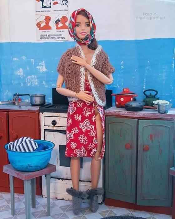 Миниатюрную одежду для кукол автор проекта также сделала собственными руками.