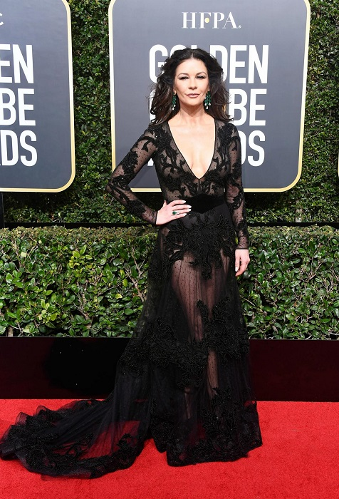 Обладательница премии «Оскар», успешная актриса Зета-Джонс в платье с откровенным декольте от Zuhair Murad. /Фото: love2beauty.ru