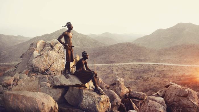 Жители племени могут смело свободно передвигаться куда хотят без паспортов, их у них нет.