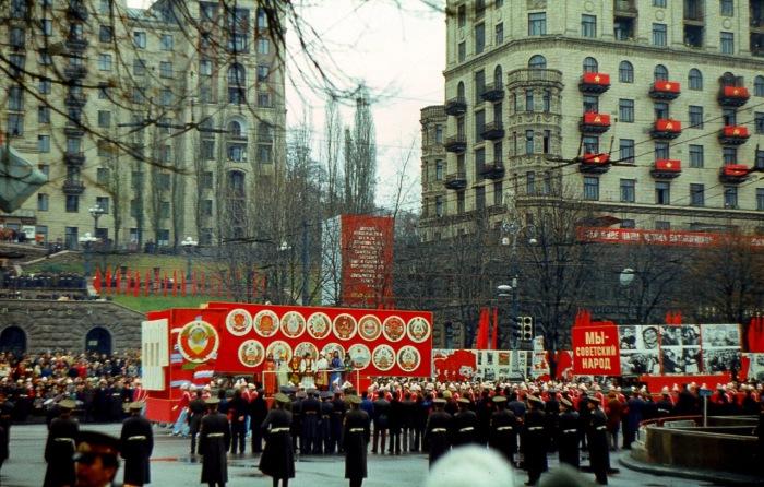 Демонстрация очередной годовщины посвященная Великому Октябрю.