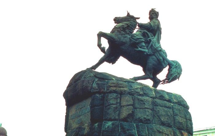 Памятник украинскому гетьману, историческому и политическому деятелю.