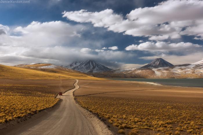 Плато в Андах, испещрённое вулканами. Автор фотографии: Даниэль Кордан (Daniel Kordan).
