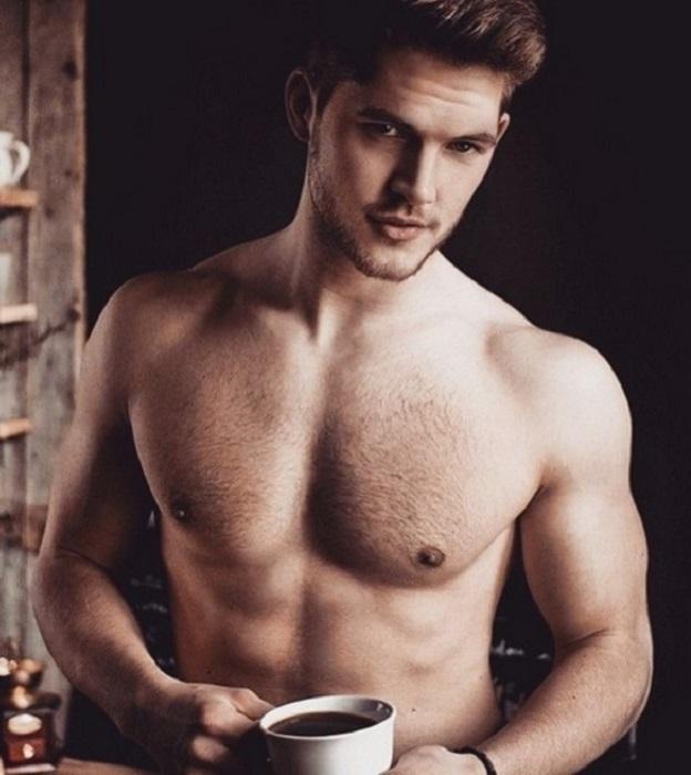Мужчина должен быть похожим на кофе: крепким, горячим и не дающим уснуть.