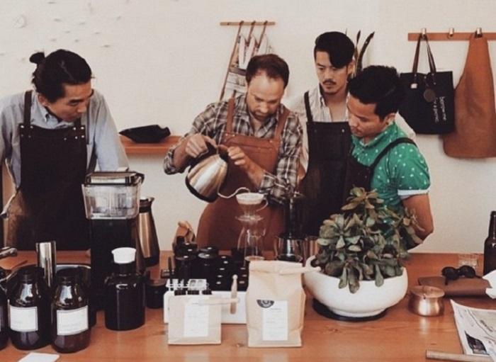 Красавцы-мужчины и крепкий кофе.