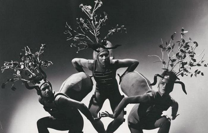 Танцовщик живет своим танцем и вкладывает в него всю свою душу и силы.