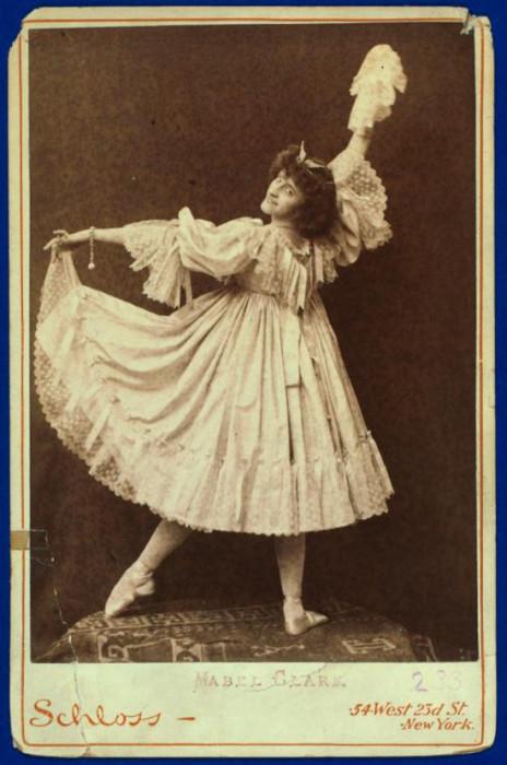 Профессиональная балерина и танцовщица.