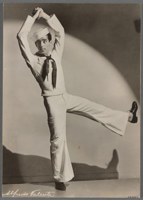 Работал в классическом балете, на Бродвее, в кино и на телевидении.