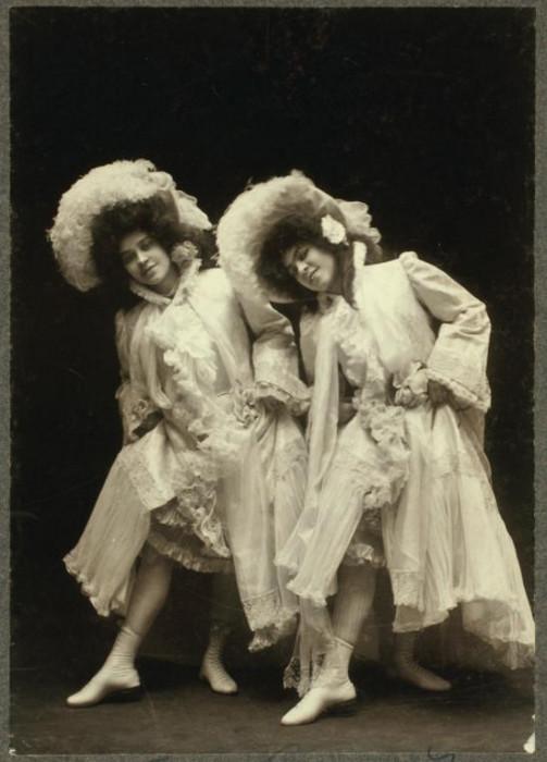 Балерины в легких одеждах, которые манили воздушностью и не сковывали движений.