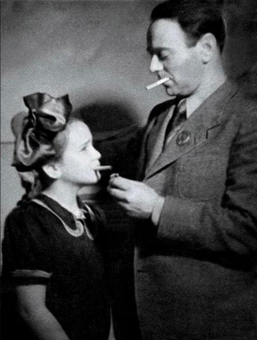 Будущая актриса с папой Борисом Израилевичем – известным кинооператором и сценаристом.