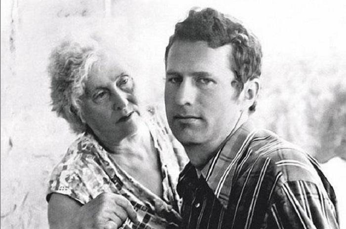 Совместная фотография с матерью Александрой Павловной.