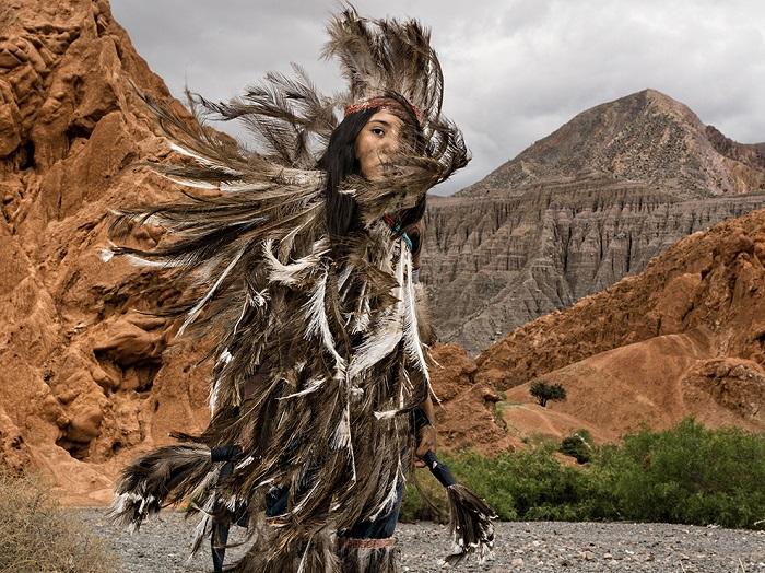 В одной из провинций Аргентины живут индейцы кечуа, пытающиеся любой ценой сохранить свое культурное наследие. Фотограф - Marco Vernaschi.