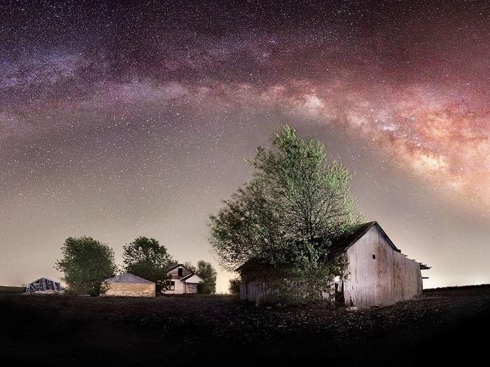 Млечный путь в самом сердце Америки. Фотограф - Dan Whittaker.