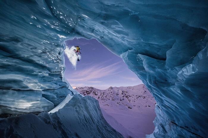 Прыжок сноубордиста. Фотограф - Christoph Jorda.