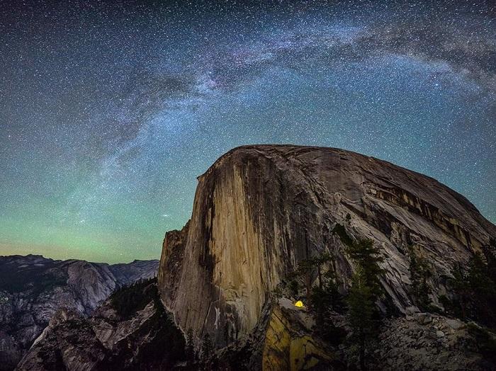 Прекрасное место заночевать в маленькой палатке под звездным небом. Фотограф - Matthew Saville.