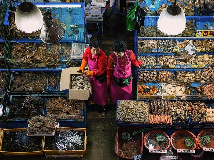 Рыбный рынок в Сеуле. Фотограф - Brian Hammonds.