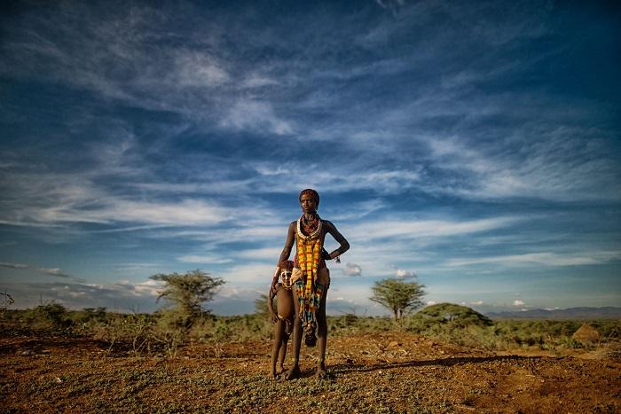 Мать со своим ребенком в Эфиопии. Фотограф - Carey Nash.
