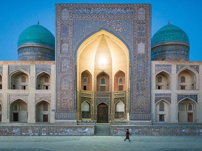 Мечеть в древнем городе Бухара. Фотограф - Joel Koczwarski.