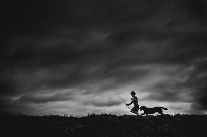 Быстрый бег спасет от бури. Фотограф: Никки Бун, Новая Зеландия.