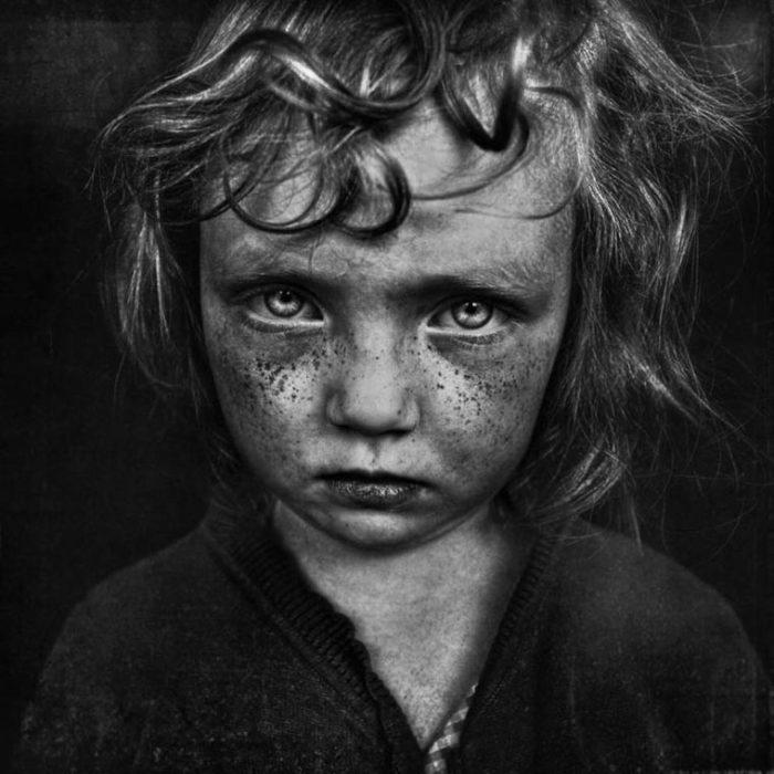 Ребёнок с грустными глазами. Фотограф: Ли Джефрис, Великобритания.