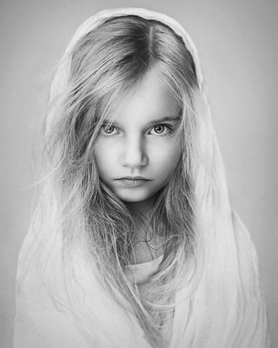 Маленькая добрая волшебница с пронзительным взглядом. Фотограф: Лиза Виссер, Великобритания.