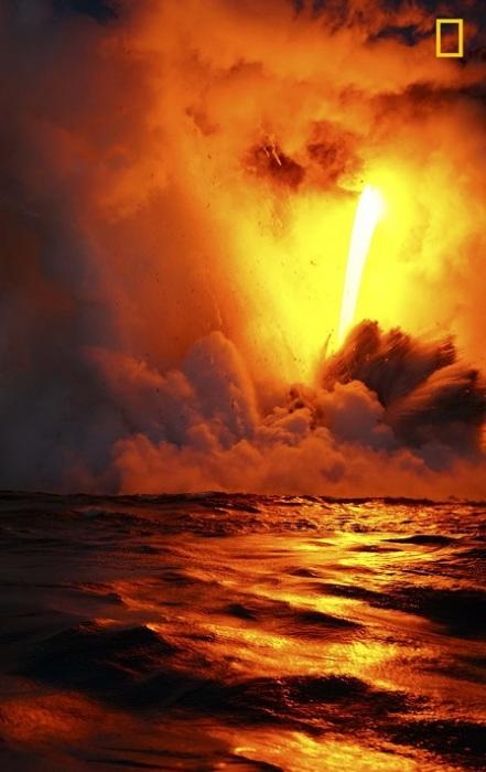 Автор снимка «Стекающая лава» - японский фотограф Тетсуя Номура (Tetsuya Nomura).