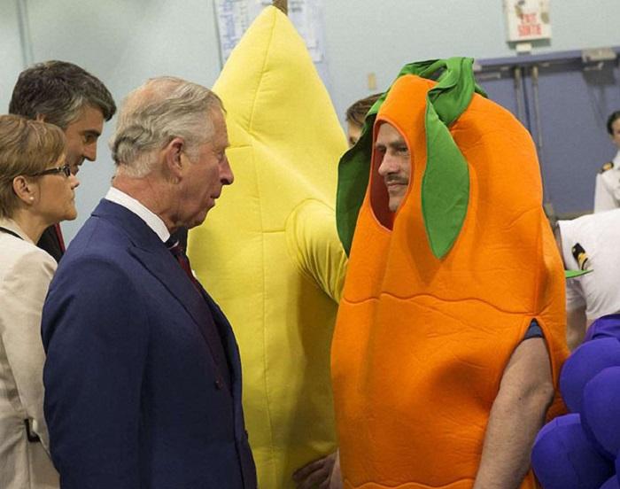 Принц Чарльз во время визита в Канаду посетил ресурсный центр «Military Family», где встретился с… военными.