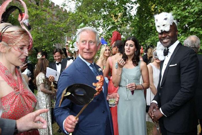 Наследник престола веселится на приеме, организованном благотворительной организацией «Elephant Family».