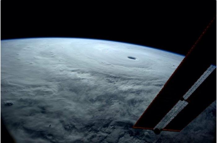 Земля-взгляд из космоса.