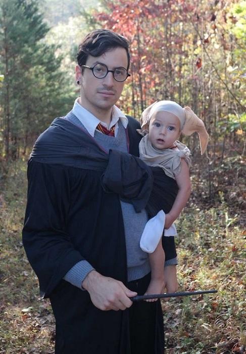 Поклонник Гарри Поттера решил, что хочет нарядить своего очаровательного ребенка в костюм домашнего эльфа, а носок стал главной деталью образа!
