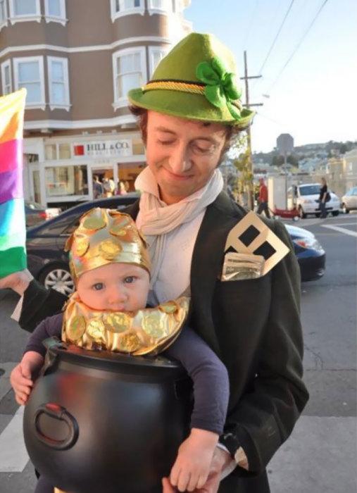 Этот папа решил, что он самый удачливый отец в мире, поэтому костюм должен соответствовать!