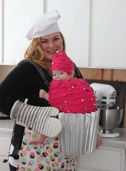 Креативная мамочка создала прекрасный костюм для праздника – будет, что вспомнить, просматривая в будущем семейные фотографии.