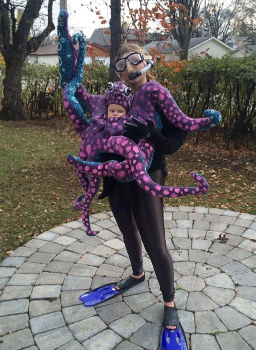 Молодая мамочка создала экстравагантный и довольно тяжелый парный костюм для Хэллоуина.