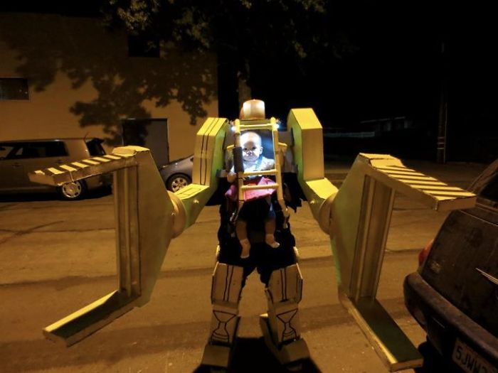Для создания громоздкого костюма потребовалась немалая изобретательность, но он того стоил!