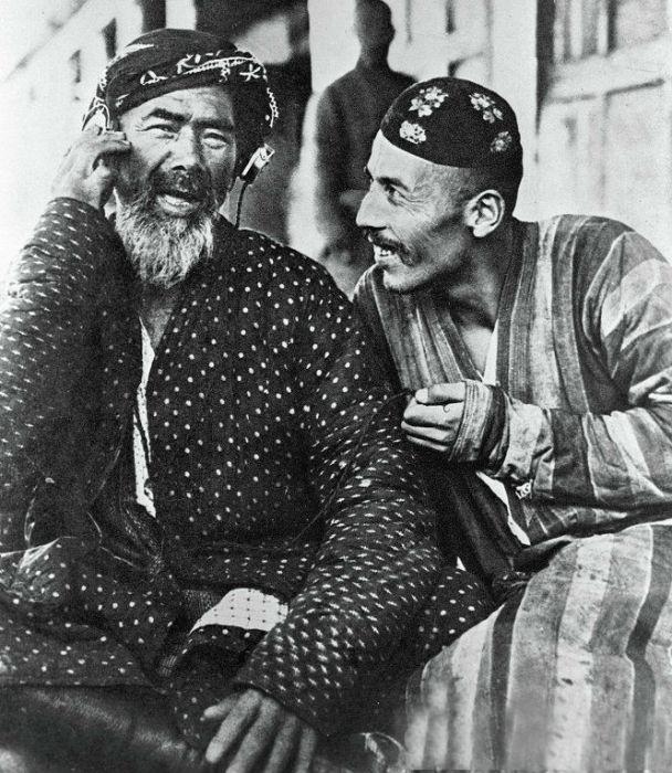 Тюбетейка стала неотъемлемой частью узбекского национального костюма, вошла в жизнь и традиции узбекского народа.
