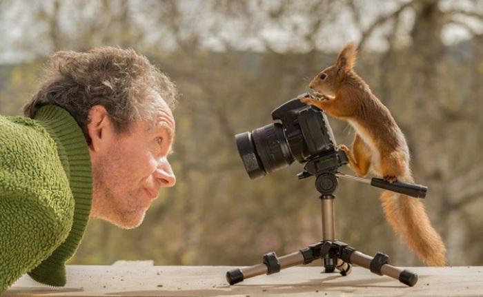 Фотографу даже пришлось немного переделать свой дом, превратив пару комнат в студию, чтобы иметь возможность снимать удивительных животных.