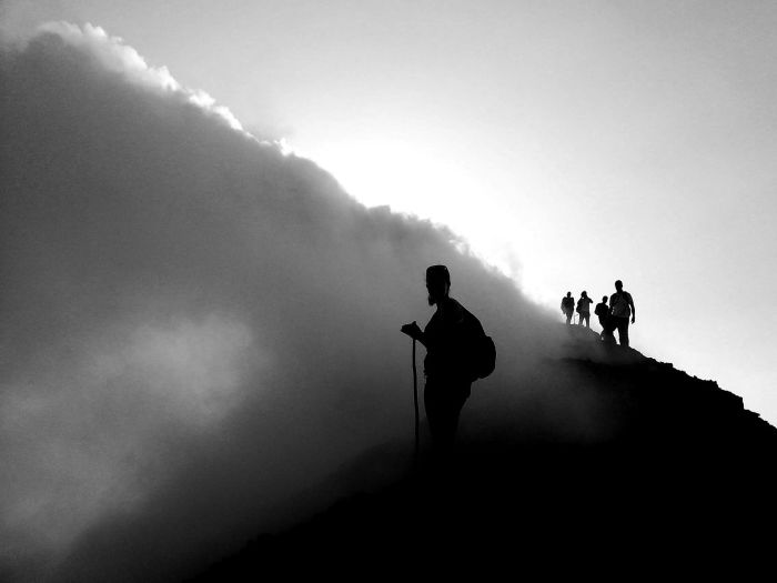 Действующий вулкан, который является одним из самых активных на планете, любимейшее место для альпинистов-экстремалов.