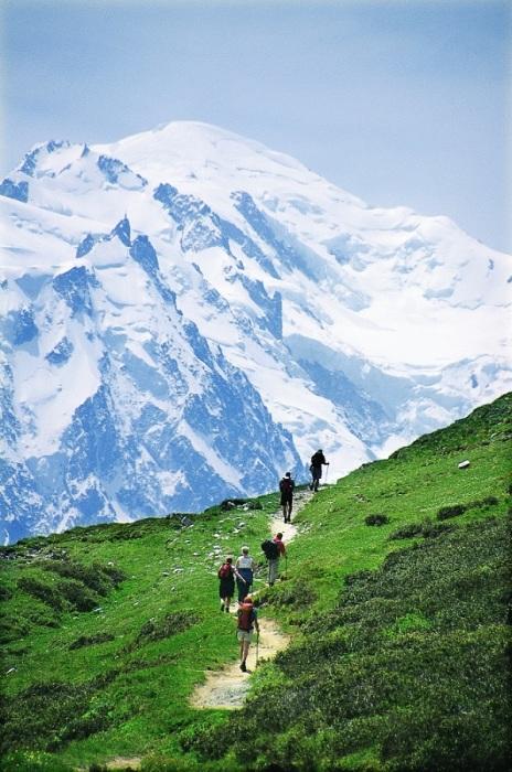 «Белая гора» - которая является высочайшей вершиной Альп – считается местом рождения альпинизма, ведь именно здесь 8 августа 1786 года Мишель-Габриель Поккар и Жак Бальма совершили первое в истории высотное восхождение.