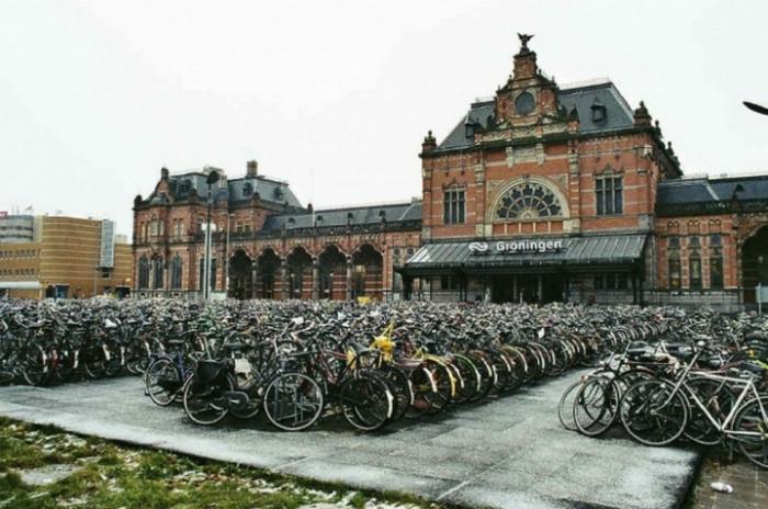 В небольшом Гронингене в Нидерландах, половина передвижений по городу совершается на велосипедах.