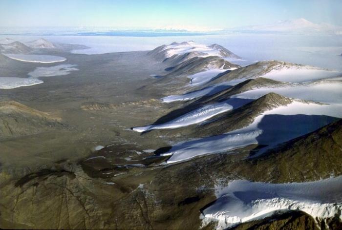 Сухие долины Мак-Мердо находятся в Антарктиде.
