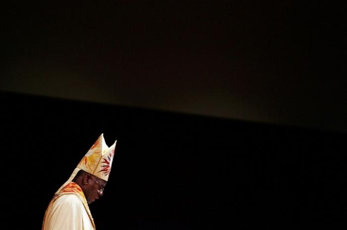 Архиепископ Англиканской Церкви Нигерии Питер Джаспер Акинола поддержал законодательства об уголовной ответственности за гей-организации.